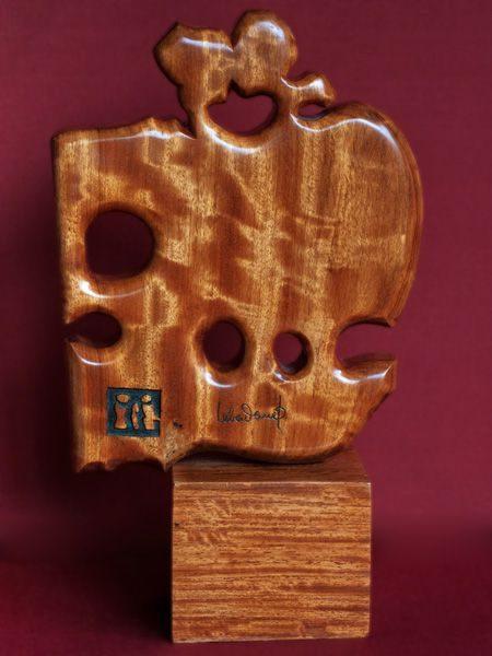 """LEBADANG, """"Couple"""", sculpture sur bois. Myshu Lebadang, Paris, France. © Luc HO."""