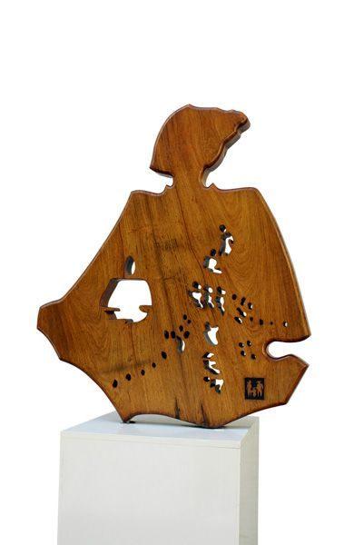 """LEBADANG, """"Femme et enfant"""", sculpture sur bois, 100 x 90 cm. Fondation d'Art Lebadang, Huế, Viêt Nam. Droits réservés."""