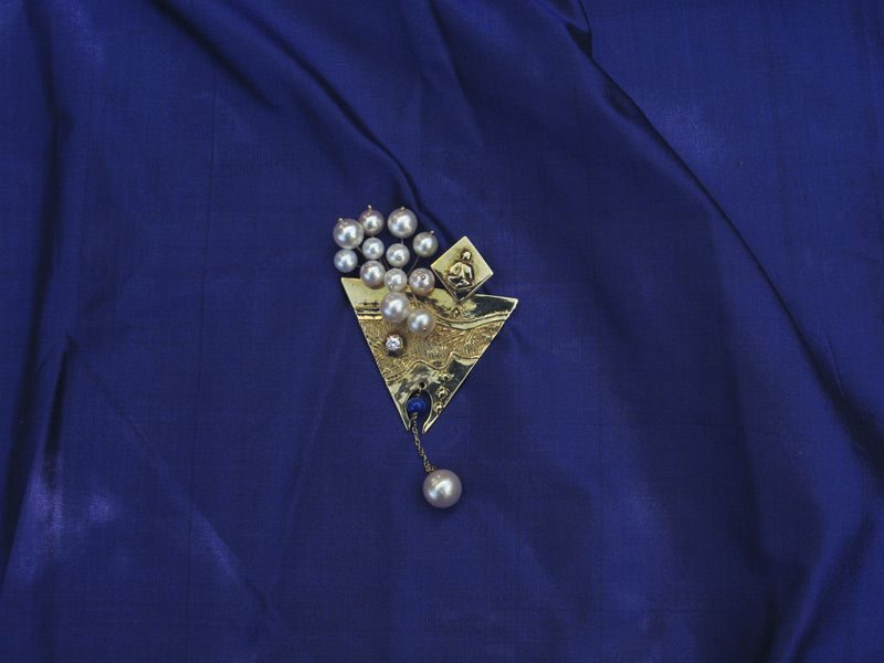 "LEBADANG, ""Art to Wear"", pendentif, 1984, perles et or. Myshu Lebadang, Paris, France. © Luc HO."